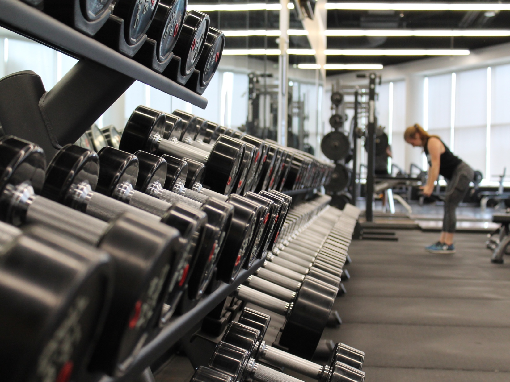 Free Weights Vs. Machines.  Which one builds more muscle?